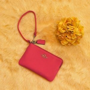 New Coach Pink Leather Zip Wristlet 4 x 6